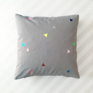 Pepe&Nika PepeandNika pom berlin Kindermode Little Apparel Pillow Triangles grey POM PILLOW TRIANGLES Accessoires Kissen accessories berlin chic design handmade print