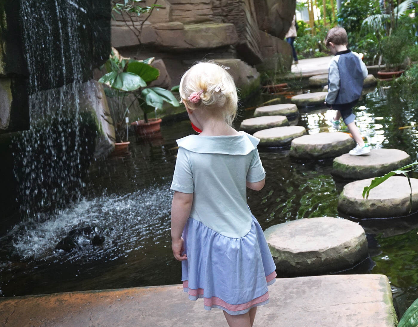 pepe and nika at botanical garden berlin with summer clothes by lovekidswear