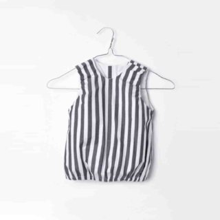 Baby Blouse grey white stripes - by MOTORETA Baby Blouse black white stripes by MOTORETA. The sleeveless top comes with a round neckline and stretch arms and waist. The zipper closure in the back allows easy dressing. A delicate and airy garment for warm summer days. Material: 98% Cotton, 2% Elastane Laundry Tips: machine wash up to 30°C; do not tumble dry Made in Spain Shipping Spain: 5,95 EUR (free shipping from 100 EUR) Shipping Europa and worldwide 14,95 EUR (free shipping from 150 EUR) More about MOTORETA