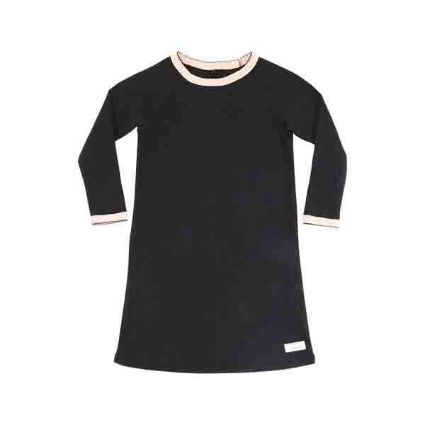 Pepe&Nika PepeandNika Little Apparel Kindermode SNORK Copenhagen Denmark Dänemark Nightdress black lounge girls unisex Nachthemd schwarz Mädchen functional organic bio herbstlich autumnal winterly winterlich